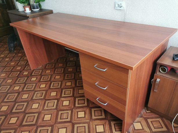 Письменный стол 1,8м с ящиками. Срочно!