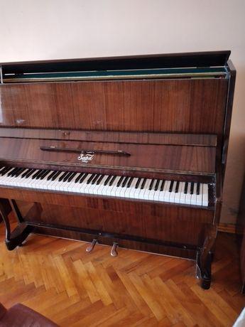 Акустично пиано Заря