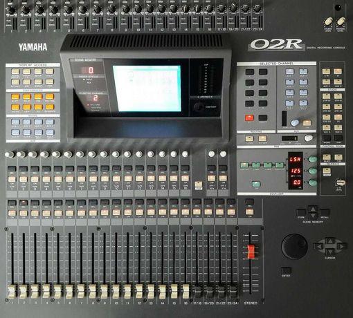 Vând / Schimb mixer digital Yamaha 02R  + extensie CD8 + case