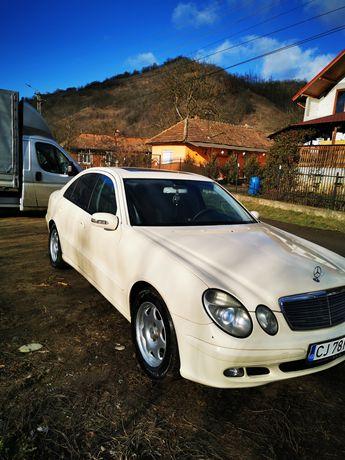 Vând  Mercedes E 200