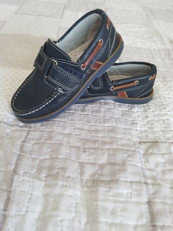 Детски обувки тип мокасини.