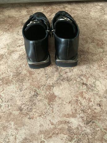 Продам ботиночки очень хорошо сидят на ножках