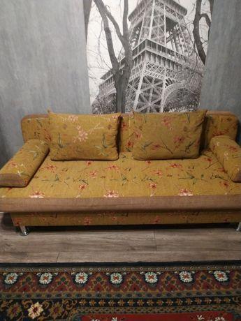 Продам диван-тахту раскладную, в отличном состоянии. Рисунок Сакура.