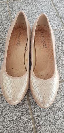 Обувки на марката Caprice