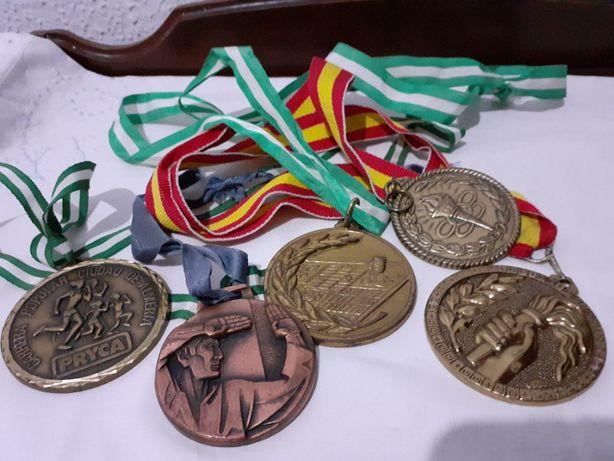 lot de 5 medali sportive straine