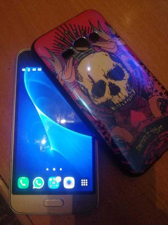 Продам телефон Samsung Galaxy J1 (2016)
