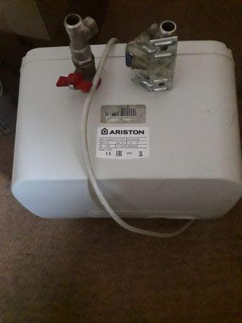 Продам водонагреватель! Аристон!