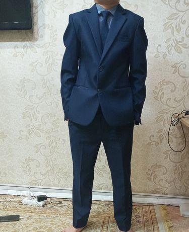 Школьный костюм новый
