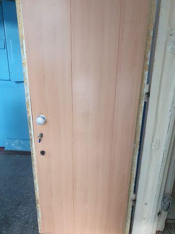 Продам железную дверь