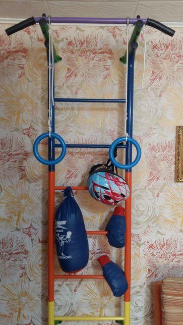 Продам шведскую стенку в подарок - боксерская груша и перчатки