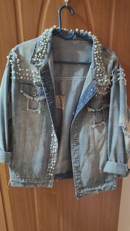 Продам джинсовую куртку в отличном состояние ,брала в бутике ,bezarre