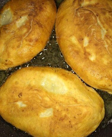 Жареные пирожки,биляши,сосиски в тесте