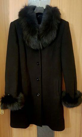 Palton negru , elegant, din lana si blana naturala de vulpe polara
