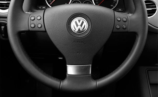 Ornament spita volan - VW Golf 5, Jetta, Passat B6, Touran, Caddy