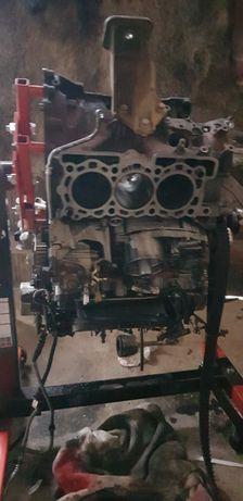 Vînd bloc motor land rover discovery 3  2.7cc