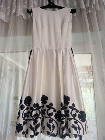 Платье изысканное