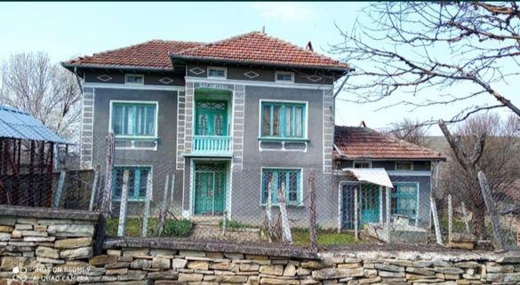 Къща в село Долна Липница