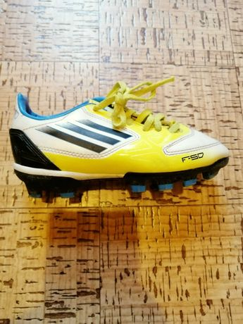 Продавам запазени детски футболни обувки Адидас- 30номер