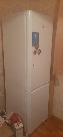 Холодильник двухкамерный INDEZIT