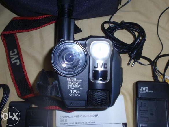 Продавам видеосамера JVC AXM-307 и триножник TANNER tr102