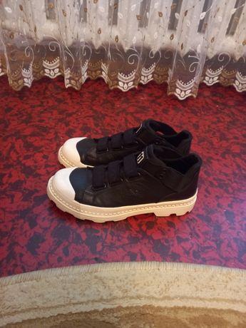 Продаю обувь размер 41