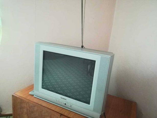 Телевизор, газовая плита, духовка(acel), стулья 7 шт,трюмо и т.д