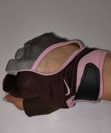 Продаются перчатки для занятий спортом