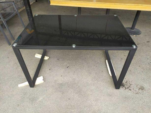 Продам новый обеденный стол