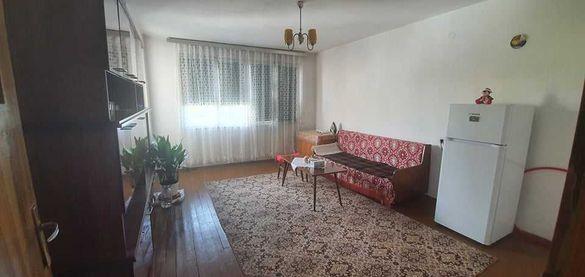 Продава се многостаен апартамент в кв. Еленово в Благоевград.