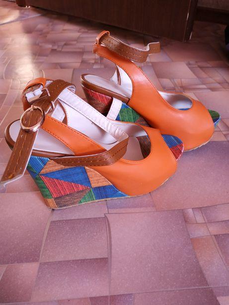 Женская обувь 35 размер