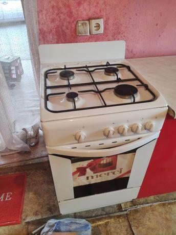 Газ плита+духовка indesit в отличном состоянии,газ не пропускает