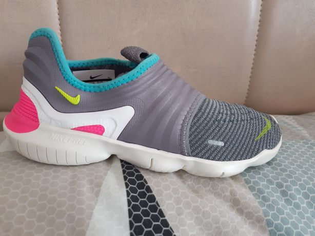 Adidasi Nike Free,noi