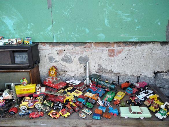 Стари играчки ламаринени,механични и др.
