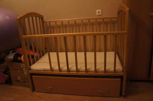 Продам Детскую кровать маятник
