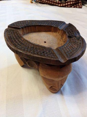 Scrumieră din lemn