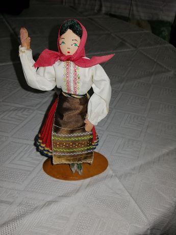 Стара кукла с народна носия сувенир
