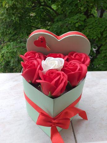 Aranjamente cu trandafiri din săpun parfumat