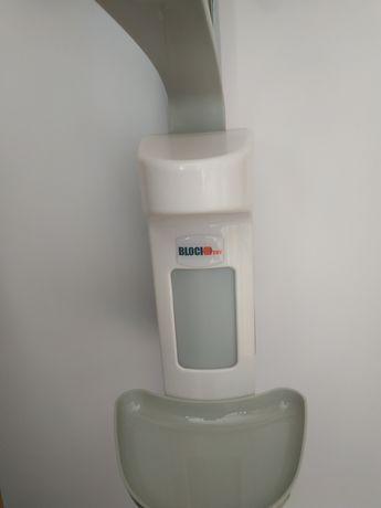 Диспенсер локтевой для дозирования жидкого мыла, дезинфицирующих ср-в.