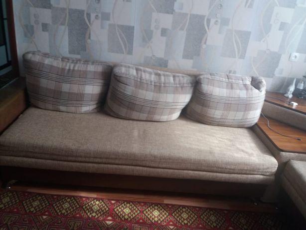 Продам диван угловой.
