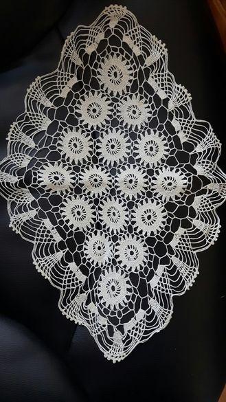 Декоративна плетена покривка