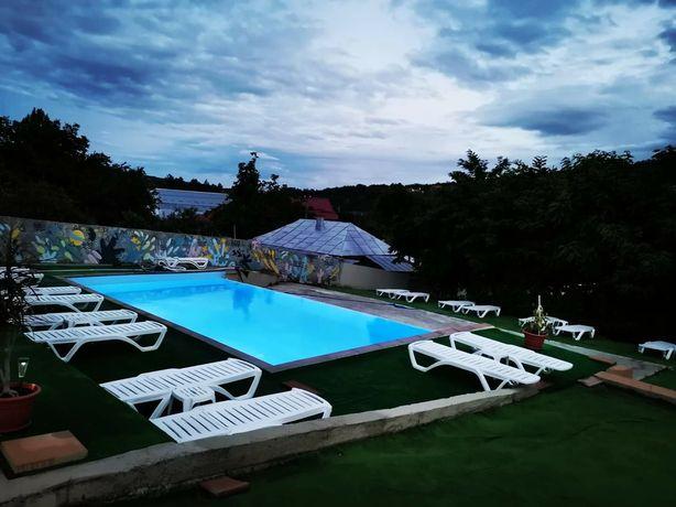 Pensiune cu piscina privata de inchiriat integral