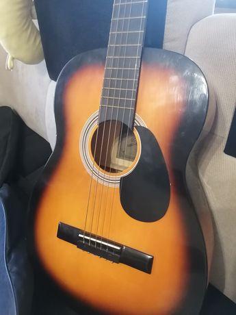 Гитара с чехлом акустическая.