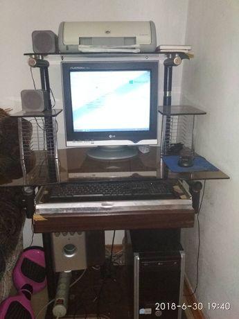 Продам компьтер с столиком и цветным принтером вместе.