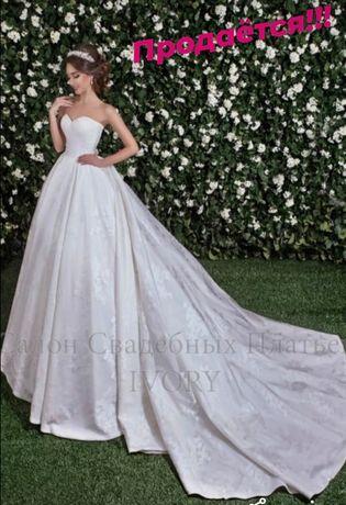 Свадебное фирменное платье фирмы Brenda