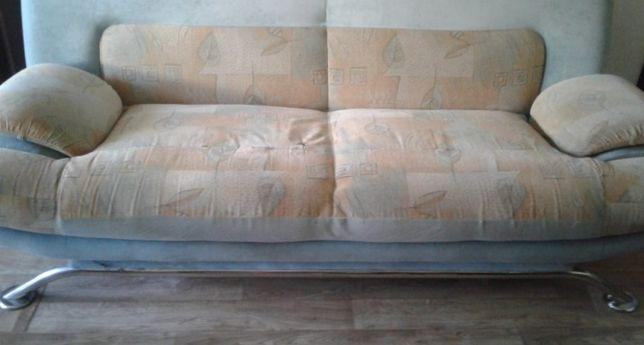 Мягкая мебель недорого, диван и кресла.