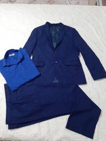 Мъжки официален костюм