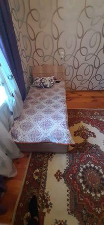 Кровать для спальни в отличном состоянии