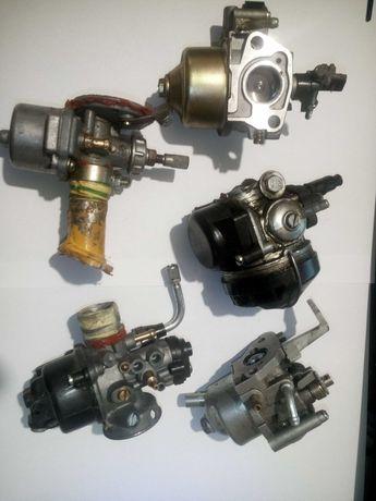 5 carburatoare diverse pentru motoare mici