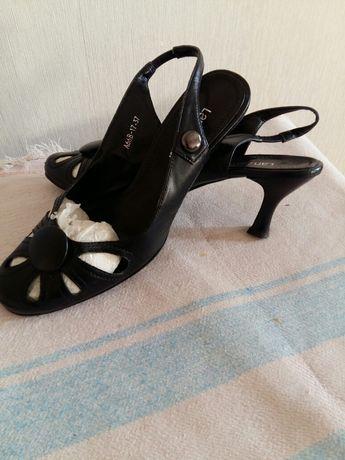 Обувь туфли и басоножки