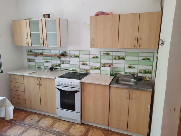 Срочно продам кухонный гарнитур вместе с электр.плитой